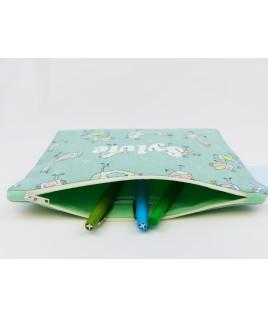 Idéale pour les stylos, crayons de couleurs ou les feutres des enfants