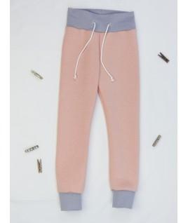Confortable et bien épais, ce pantalon en tissu bio