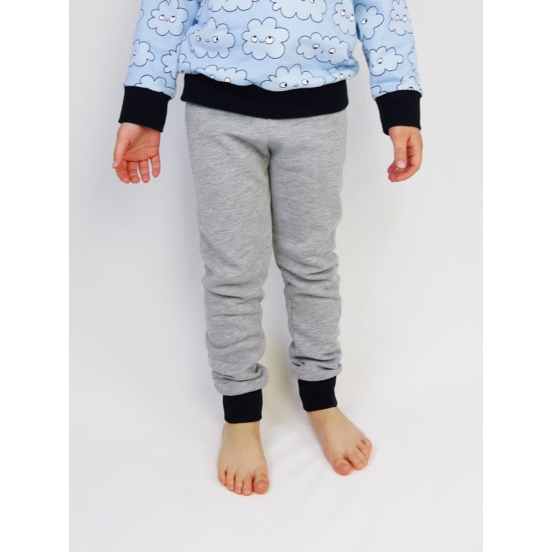 Le pantalon gris en molleton